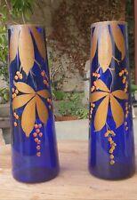 Paire de Beaux VASES Anciens en Verre bleu à Décor de Fleurs