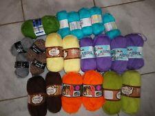 Lot composé de 22 pelotes de laine neuves