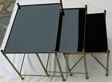 Série de 3 tables gigognes  bronze doré plateaux opaline  noire entretoise en X