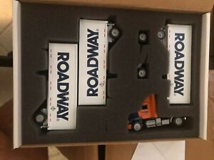 WINROSS 1/64 RDWY ROADWAY EXPRESS FREIGHTLINER S/A DAY CAB TRIPLES