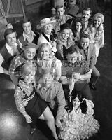 """HEE-HAW"" MEMBERS OF THE CAST FROM THE TV PROGRAM - 8X10 PUBLICITY PHOTO (RT087)"