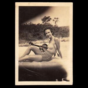 SWEET PETITE BATHING SUIT JAZZ MUSIC WOMAN w BANJO UKULELE ~ 1920s VINTAGE PHOTO
