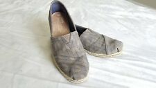 Toms Womens Size 6 Gray And Navy Arrow Pattern