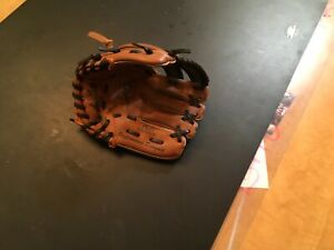 Rawlings youth baseball glove right handed 8 1/2 inch