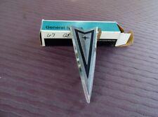 NOS PONTIAC 1967 CATALINA BONNEVILLE DECK LID ARROWHEAD EMBLEM   12