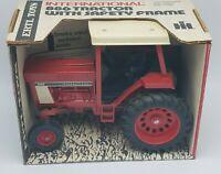 Vintage International Harvester IH 886 Tractor w Safety Frame 1:16 Tractor
