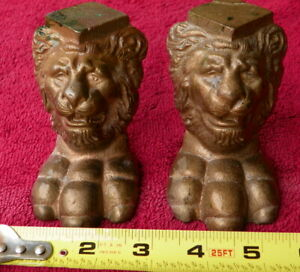 Vintage 2 LION HEAD CLAW FOOT BRASS 3 1/2in SHOWCASE FOOTSTOOL BAR FURNITURE