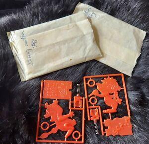 X 2  Vintage POST Linus the Lion/Sugar Crisp Cereal Box Premiums String Action