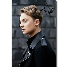 "CONOR MAYNARD - PERSONALLY SIGNED/AUTOGRAPHED 9"" x 6"" PHOTOGRAPH"