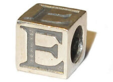 Charm. Anhänger für Sammelarmband, Bettelarmband. 925er Silber. Buchstabe E