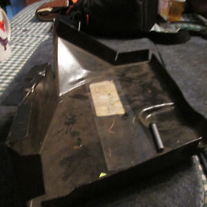 NOS 1975 - 1978 FORD COUNTRY SQUIRE COUNTRY SEDAN STATION WAGON QUARTER BRACKET