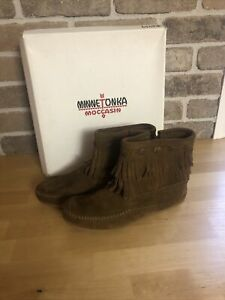 Women's Minnetonka Boots Size 6