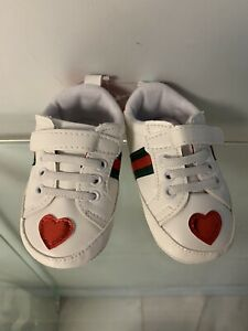 G -u-c-c-i Look  Boys Gurls Hearts Baby Crib Shoes Size 3