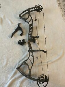 bowtech captain Compound Bow With Extras