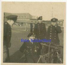 selt Archiv Foto: Gruppe Marine KM Kameraden Offz mit MG 34 auf Lafette 3 Bein +
