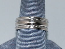 10k White Gold Band with Beautiful Design