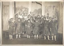 Snapshot enfants déguisés en corybantes grèce mythologie antiquité théatre 1900
