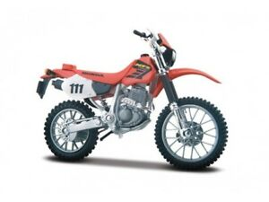 Honda XR 400 R Red scale 1:18 Motorcycle Model By Maisto