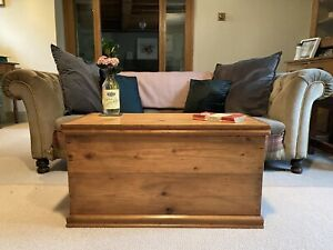 Old VINTAGE PINE CHEST, Wooden TRUNK, Coffee TABLE, Toy Storage BOX