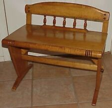 """VINTAGE/ANTIQUE COLONIAL """"EARLY AMERICAN""""  STYLE MAPLE BUCKBOARD BENCH"""