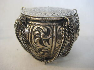 VINTAGE RARE HAND CARVED PERSIAN/INDIAN SILVERPLATE ENGRAVED BOX W/LID & CHAIN