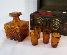 altes 5 tlg. Karaffen Set mit Holztruhe, bernstein-farben, Truhe 22 x 16 x 12 cm
