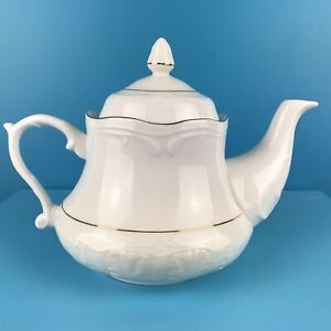 Wtoctawek Poland White / gold ceramic teapot Height 17cm capacity 2 pints ex con