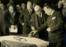 Robert Lacoste à Génissiat pour la mise en eau du bassin, janvier 1948 Vintage s