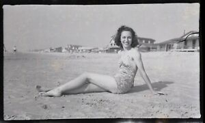 LQQK vintage 1940s negative, DELIGHTFUL OLD SCHOOL SWIMSUIT GIRL NEXT DOOR #49