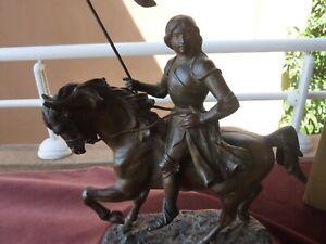 importante statue equestre de jeanne d'arc,regule,3,3kg,H30cmxL 23cm,debut 20ème