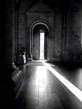 Foto bianco nero CHIESA PORTA SUNBEAM SHADE INTERIOR LIGHT poster stampa bmp11530