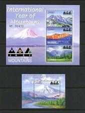 U292  Uganda  2002  Year of the Mountains  sheets    MNH