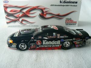 V.GAINES 2005 1/24 DODGE STRATUS KENDALL PRO STOCK