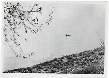 Deutscher Fesselballon über griechischen Bergen. Orig-Pressephoto, von 1941