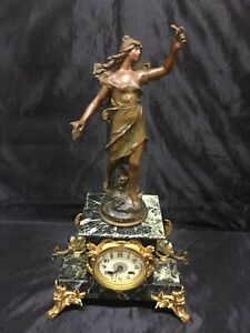 """Ancienne Pendule Marbre Bronze et statue régule """"la Messagère"""" signée A Moreau"""