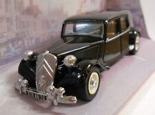 Véhicules miniatures noirs Dinky en métal blanc