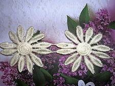 4.5y Venise Ivory 12 petal Daisy Chain Lace Trim 1685