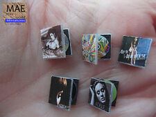 Set Music-CD miniature.Madonna,Mika,Amy Winehouse, Adele. Artisan scale 1:12
