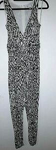 Forever 21 Contemporary long Jumpsuit Black and White size 6 With Long Zip
