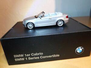 1:43 BMW 1er Cabrio (E88) cashmeresilber-met. Werbemodell Minichamps 80420427036