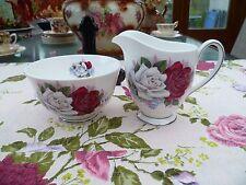 Pretty Queen Anne China inglés Jarra de Leche & Azucarera Rojo Rosas Blancas