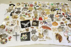 Mixed lot of 100 Costume Vintage Brooches, Pins, Jewelry For Wear or Art.