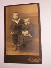 Dillenburg - 2 kleine Kinder - Junge & Kleinkind mit Puppe - Kulisse / CDV