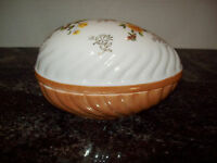 VINTAGE NORLEANS JAPAN LUSTRE EGG TRINKET BOX, MINT