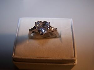 NEW WOMEN'S 1 CARAT HEART SHAPE CZ GEMSTONE WITH BAGUETTES SILVER RING SZ 7