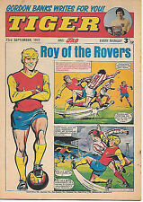 Tiger 23 Sept 1972: Ray Clemence (L'pool) strip biog+Sheffield Blades team pinup