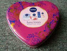 NIVEA rosa a forma di cuore in metallo latta Storage Box & un piccolo stagno rosso a forma di cuore in buonissima condizione