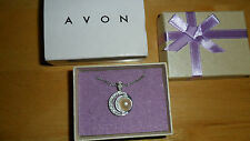 NEW! PRETTY AVON GIFT BOXED SILVER & PEARL NECKLACE. IDEAL GIFT KL