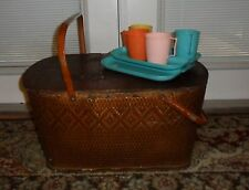 VINTAGE WOVEN WICKER WOOD PICNIC BASKET W/ MID CENTURY RETRO TRAY DISHES & CUPS
