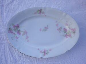 Plat ancien en porcelaine Ravissant décor floral 19 ème